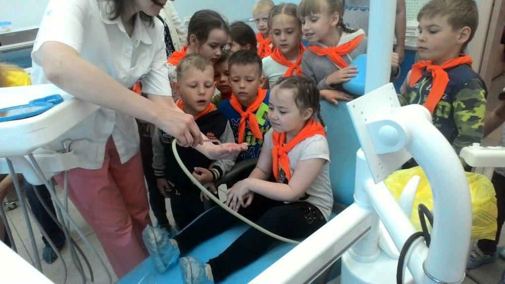 """дети """"Умное Поколение"""" на стоматологическом кресле"""